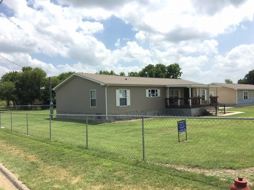 3/2 Southern Doublewide Mobile Home On 0.32 Acres In Poteet, Texas – $99,900