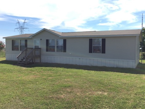 0/2 Unlisted Model Singlewide Mobile Home On 5.00 Acres In Bonham, Texas – $124,900